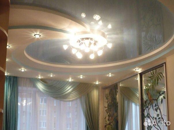 Дизайны натяжных потолков для зала