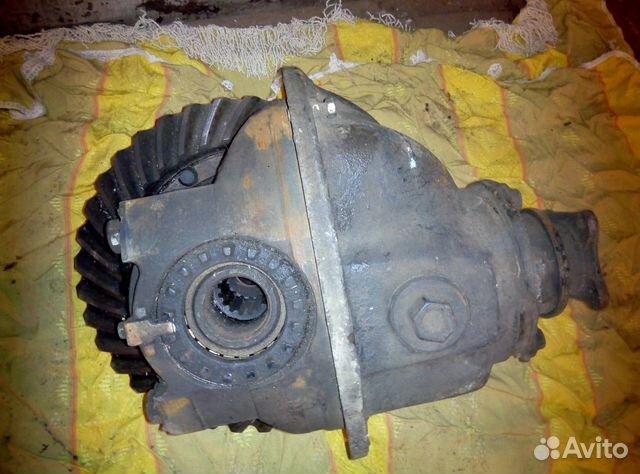 Наличие редукторов у ступиц колес позволило сократить габариты редуктора главной передачи и таким образом обеспечить