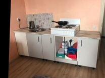 Диван, плита, кухонный гарнитур, холодильник
